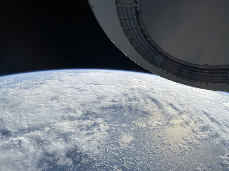 SpaceX Crew Shares Earth Image Shot on iPhone 12